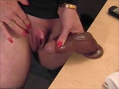 Hot gilf rubbing her big clit take gummy dick