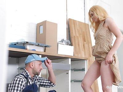 Thick-dicked carpenter scores with sluttish blonde Kati Gold