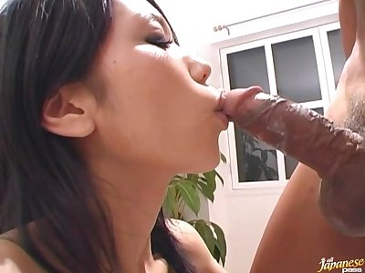 Gorgeous Japanese girl Hina drops on their way knees to suck a unearth
