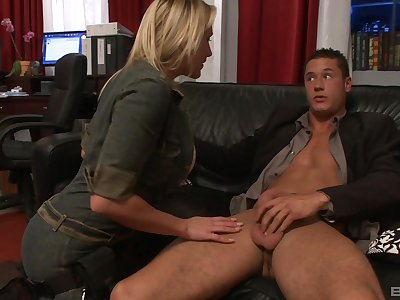 Busty nude MILF wants to impress her boss