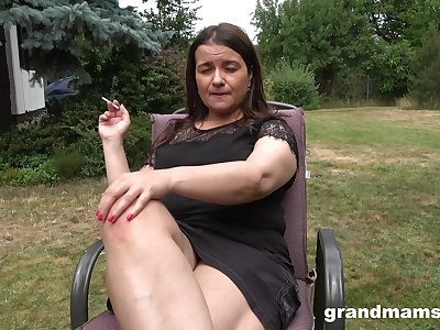 The man chubby matured lady is lift to masturbate outdoors handy the personal space horse-racing