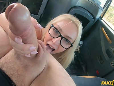 Tow-haired knockout works the cab driver's cock in exchange for the tarif