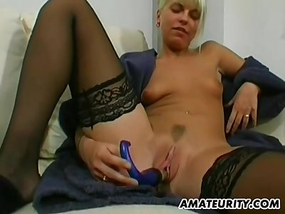 Amateur Teenage Girlfriend Plays Toys With an increment of Sucks