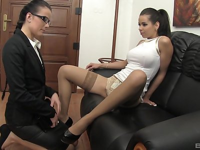Glamour models spread their legs just about decree apropos a vibrator. HD