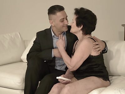 Young hear breaker Mugur fucks hyper sexual granny Lisbeth